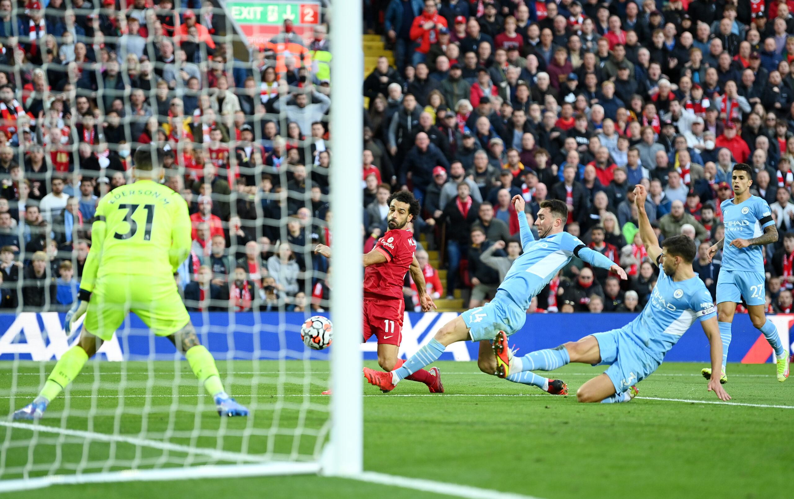 Carragher warns Liverpool over Salah contract